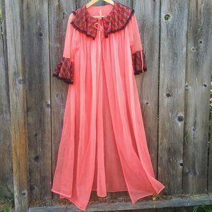 Glamorous 1950s Pink Chiffon Peignoir Lace Robe